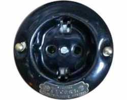 """13540И-80 (Ч)  Розетка с заземляющими контактами """"Гусевъ"""" фарфор, механизм Legrand - цвет черный"""