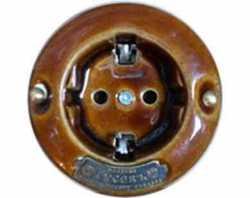 """13540И-80 (ТК)  Розетка с заземляющими контактами """"Гусевъ"""" фарфор, механизм Legrand - цвет темно-коричневый"""
