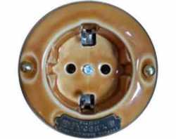 """13540И-80 (СвК)  Розетка с заземляющими контактами """"Гусевъ"""" фарфор, механизм Legrand - цвет светло-коричневый"""