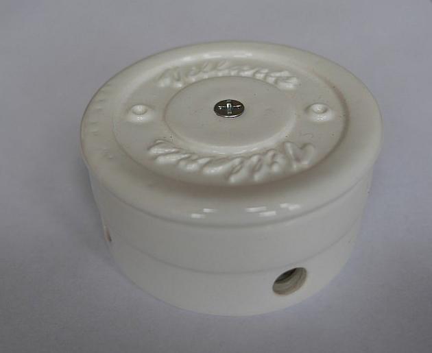 Керамическая распаечная коробка D70 H40 Villaris 2120001, цвет - белый