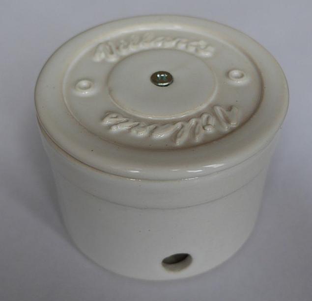 Керамическая распаечная коробка D80 H55 Villaris 2110001, цвет - белый